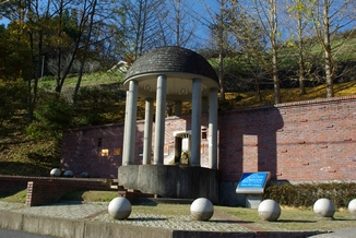 飲泉文化の象徴である飲泉場